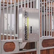 Futterautomat powerfeeder im Stall